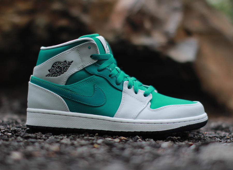 air-jordan-1-mid-pure-platinum-lush-teal